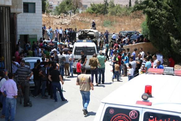 EA's acompanham a população da vila de Dumas no dia do atentado. ©EAPPI-Burkhalter.J